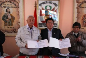 Firma de convenio entre municipio de San Pedro de Cajas y Sencico. Foto:ANDINA/Sencico